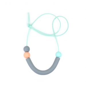 Grey curve necklace 1