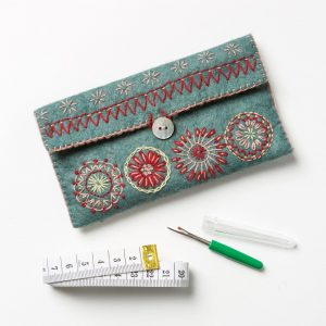 Corinne-Lapierre-Felt-Sewing-Pouch-Craft-Kit3