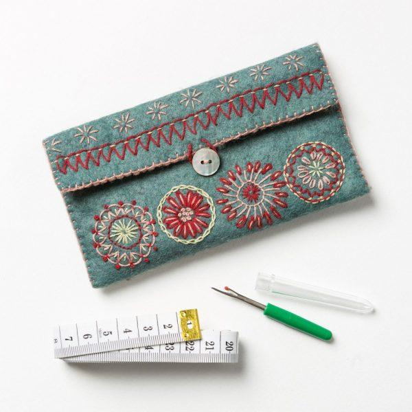 Corinne-Lapierre-Felt-Sewing-Pouch-Craft-Kit3